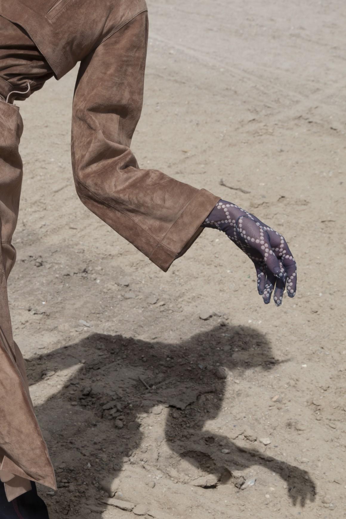Tom_Blesch_Hungry_Gloves